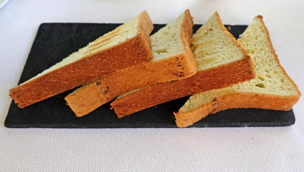 Tranches de pain de mie toastées