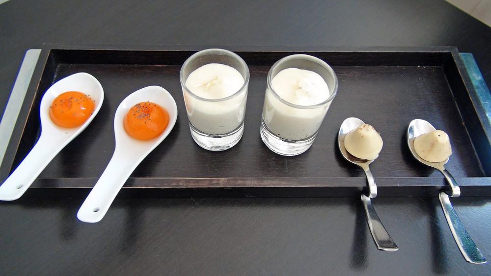 Amuse-bouche : Praliné au foie gras - Mousse de céleri & truffe- Bille de carotte aux épices & perles de paprika
