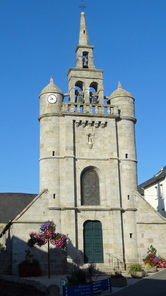 Eglise de Lézardrieux du 18ème et son clocher pignon