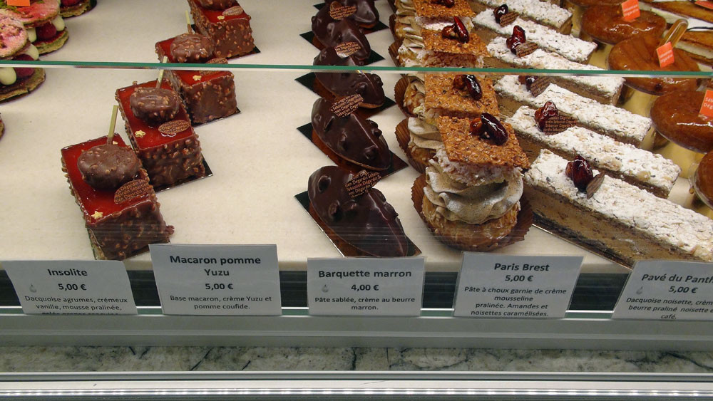 Dacquoise pistache/framboise - Insolite - Macaron pomme/yuzu - Barquette marron - Paris Brest - Pavé du Panthéon - Ali Baba