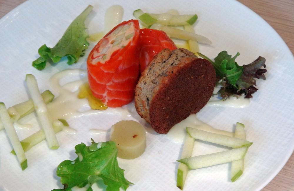 Escalope de truite rose marinée, tarama maison et pomme verte