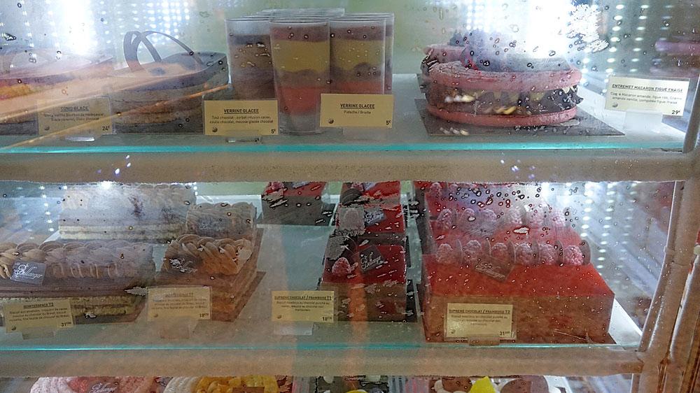 Les gâteaux en vitrine réfrigérée négative