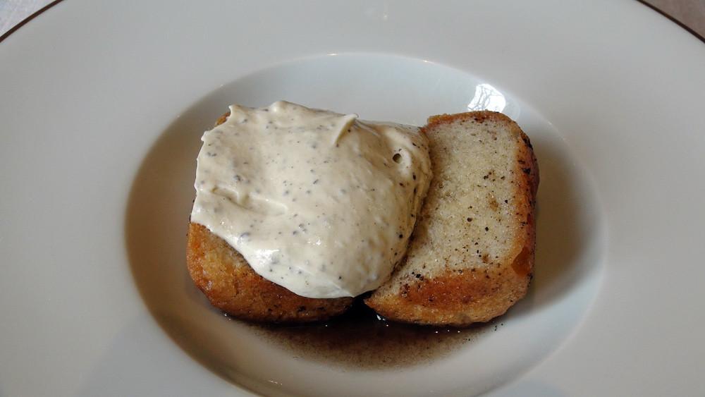Baba aux truffes, crème mi-montée truffée