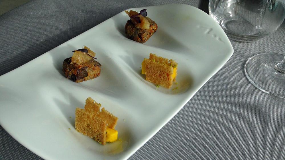 Amuse-bouche : Fritot de queue de boeuf et condiment de datte et Millefeuille de butternut et pistache.