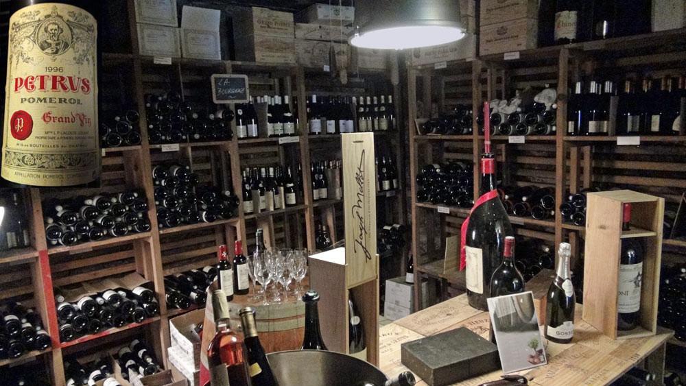 La cave et sa bouteille de Pétrus
