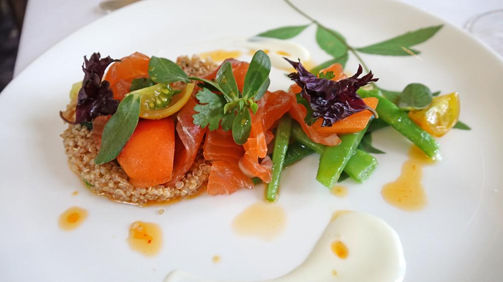 Truite du Moulin de Gourjan marinée, haricots verts et abricots, quinoa en vinaigrette, menthe et coriandre