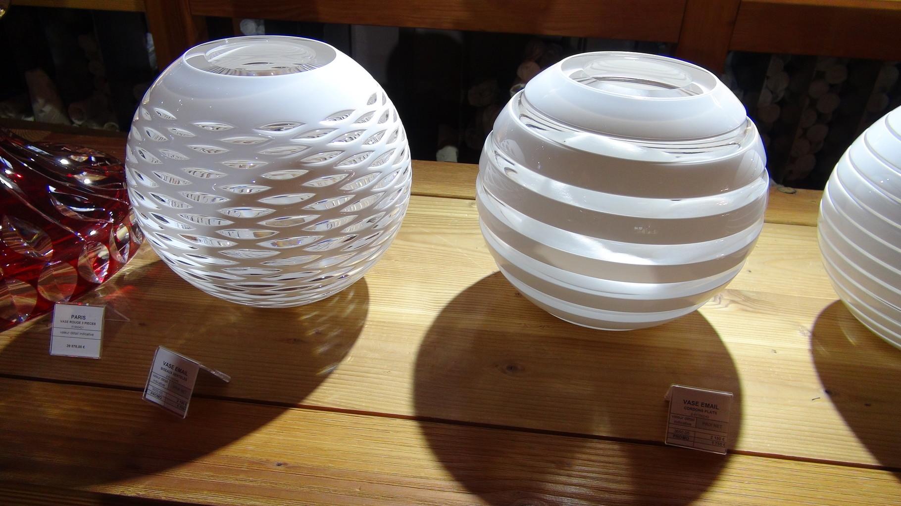 Vases : Le Paris rouge 3 pièces à 39976 € - Les 2 autres, Vase Email biseautés en promo à 1750 € au lieu de 2190 € !