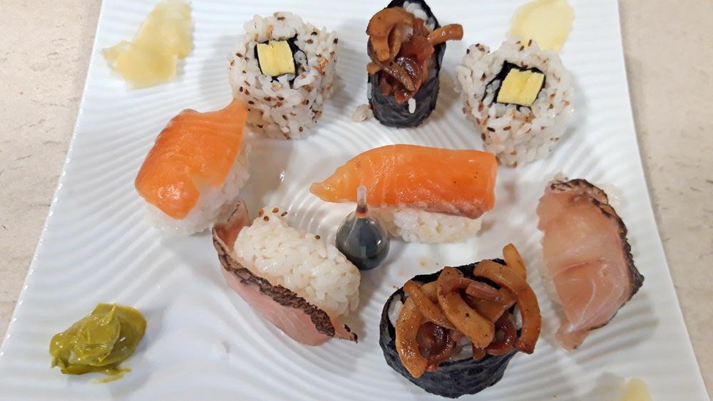 Les sushis sur assiette