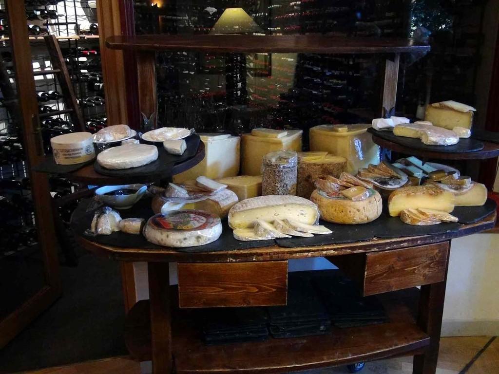 L'imposant et encombrant plateau de fromages