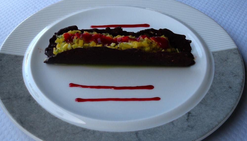 Tuile au chocolat, tartare de fruits
