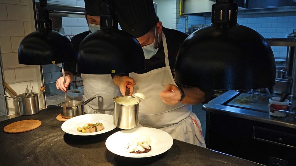 Les cuisiniers au dressage au passe