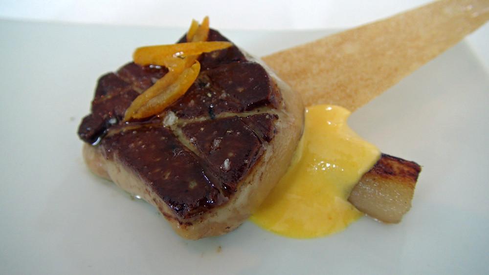 Foie gras (de canard) poêlé, crème de yuzu, kumquat et salsifis confit