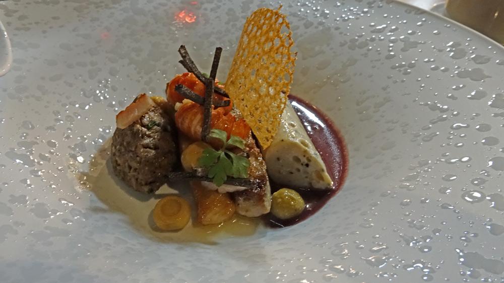 Carpe «À la Chambord», truffe, écrevisses, sauce au vin de Cheverny