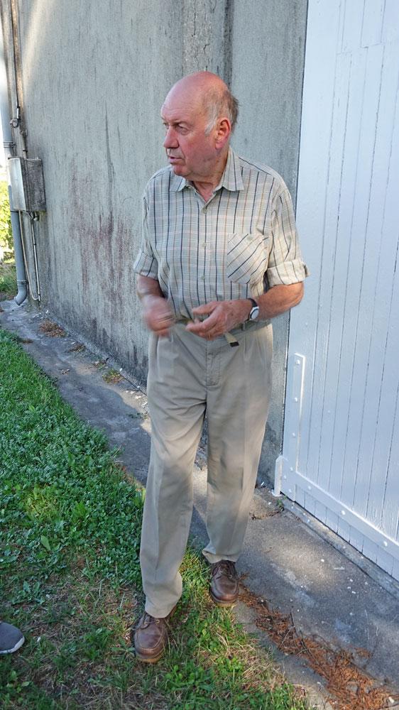 Pascal Fillioux à l'entrée d'un chais