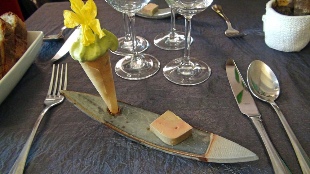 Patience : Croquant de chair de tourteau /basilic et fleur de concombre - Foie gras fumé
