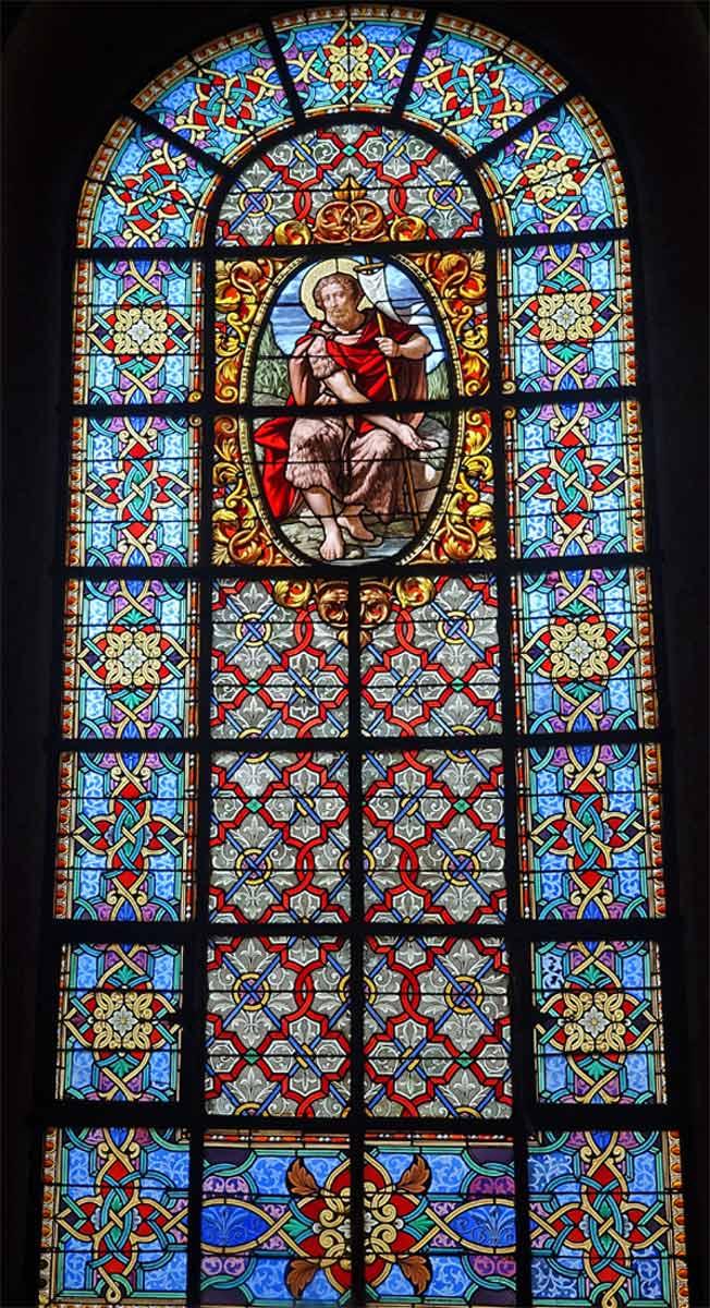 Vitrail du déambulatoire de 1858 représentant Jean-Baptiste par l'Atelier parisien de Gsell & Laurent