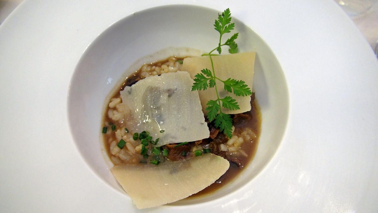 Cassolette de petits gris, risotto et jus de volaille