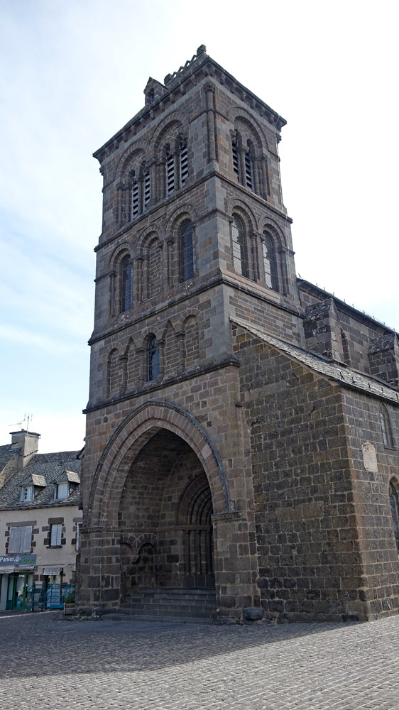 Eglise Saint-Mathieu - Vue depuis la place