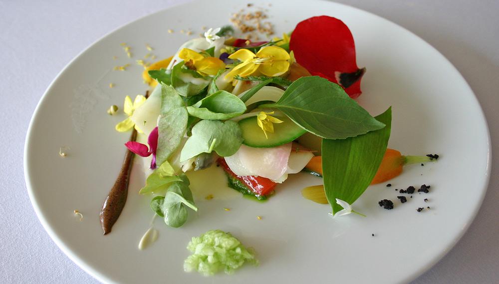 """Aujourd'hui """"classique"""" : le gargouillou de jeunes légumes ; graines & herbes, lait de poule au laguiole"""