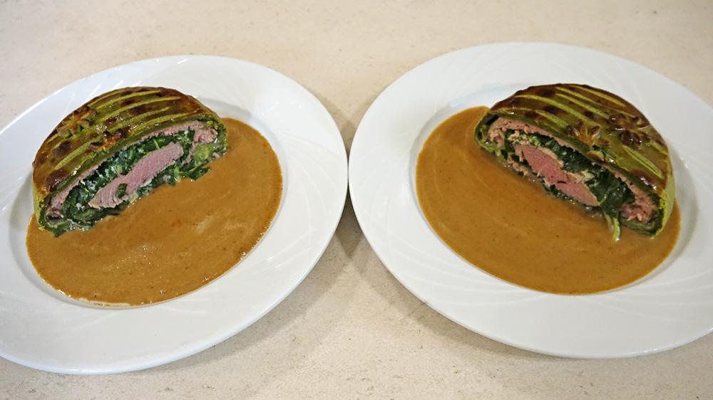 Nos deux parts de Tourte printanière d'agneau à la fleur d'oranger, morilles et crème champignon poivre Syrah
