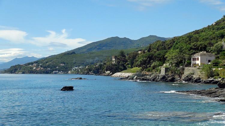 Vue sur la côte depuis Erbalunga