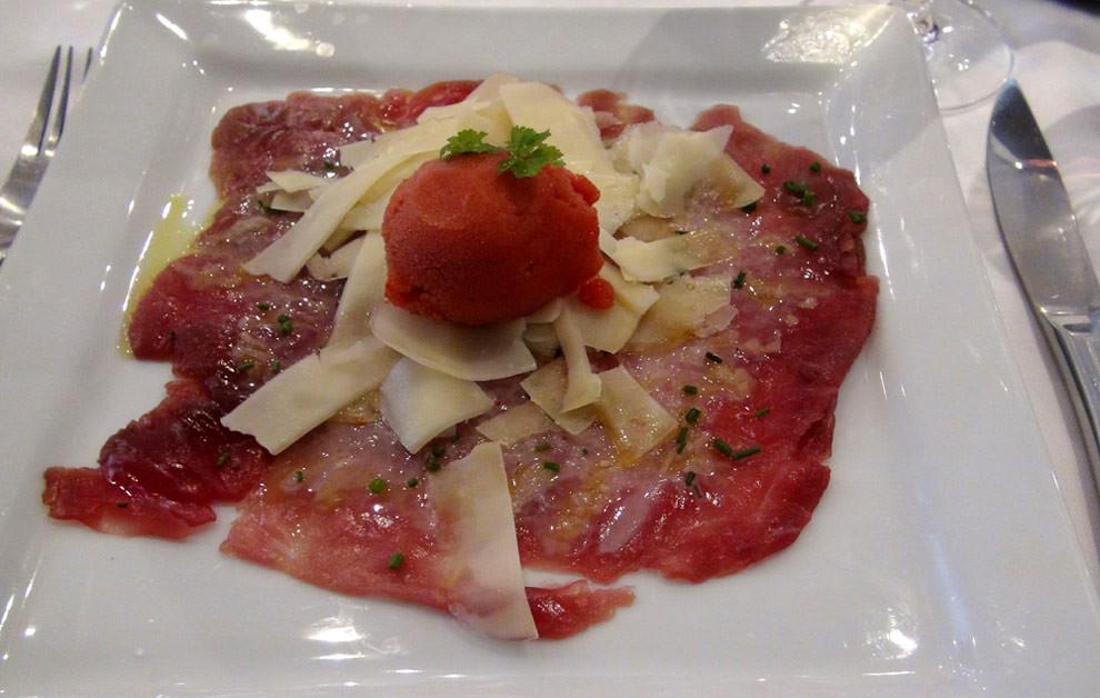 Marinade de thon, ciboulette et copeaux de brebis, sorbet tomate