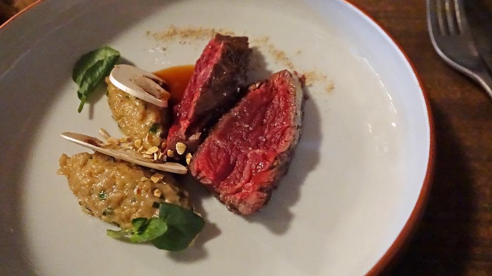 Onglet de bœuf rouge des prés, avoine, sauce au poivre