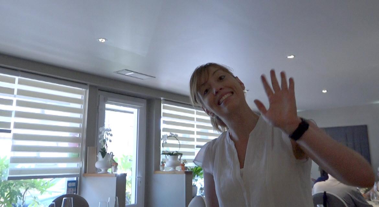 La souriante serveuse : Aurélie
