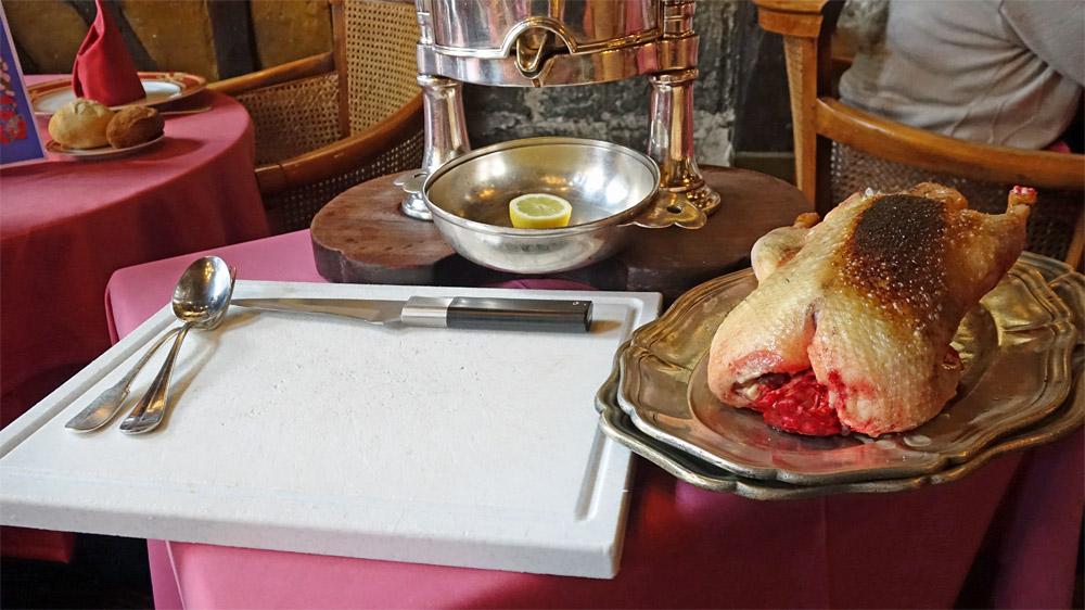 """Présentation du Canard, juste """"marqué"""" à la salamandre"""