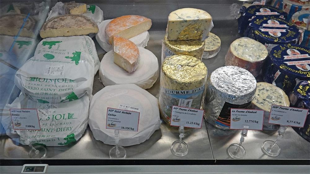 """Autres fromages d'Auvergne proposés : Saint-Nectaire fermier et laitier - Fourme d'Ambert au lait cru """"Fermière"""" et """"Laitière"""""""