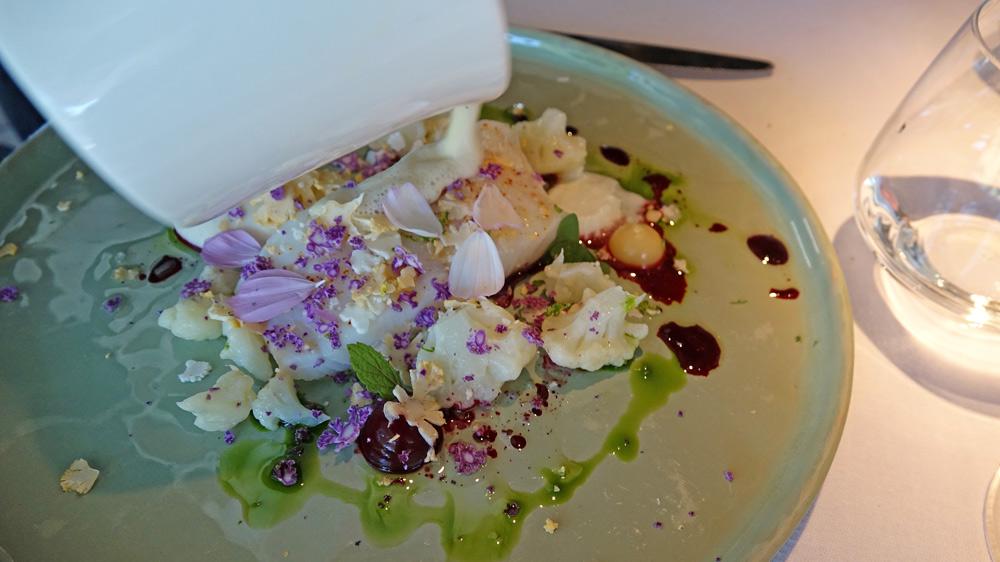 Le cabillaud, le chou-fleur, la mûre et le laurier, le yaourt et la feuille du figuier