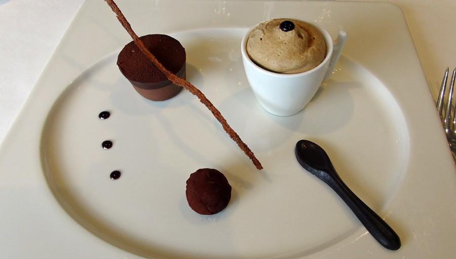 Parfait glacé au café, chocolat-passion, truffe chocolat-cognac