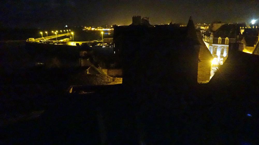 La vue depuis la chambre en soirée