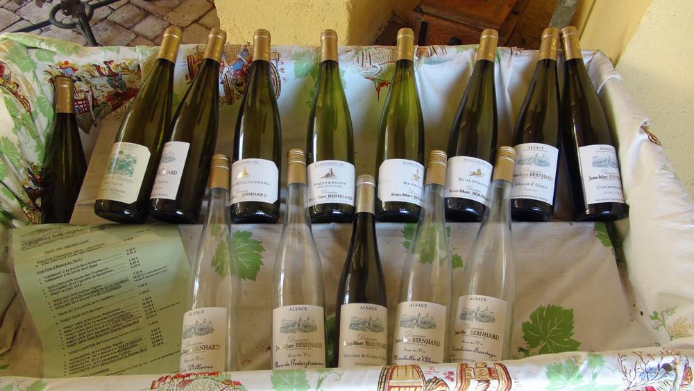 Quelques-uns des  vins et alcools disponibles à la vente