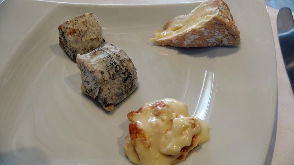 Fromages choisis : Chavignol AOP de 1 et 3 mois d'affinage - Camembert de Normandie AOP Gaslonde - Epoisses fermier du GAEC des Maronniers
