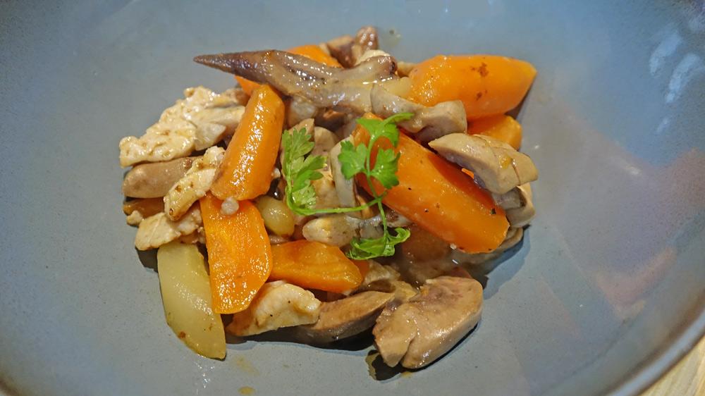 Beuchelle Tourangelle à notre façon (ris & rognons de veau /crêtes de coq & végétaux…)