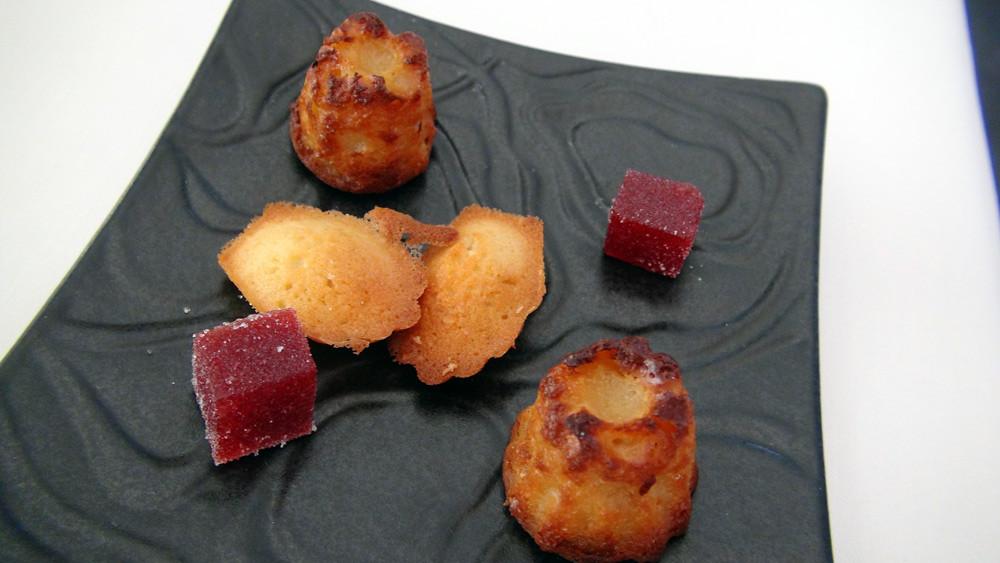 Mignardises : Pâte de fruits rouges, Madeleine et Cannelé