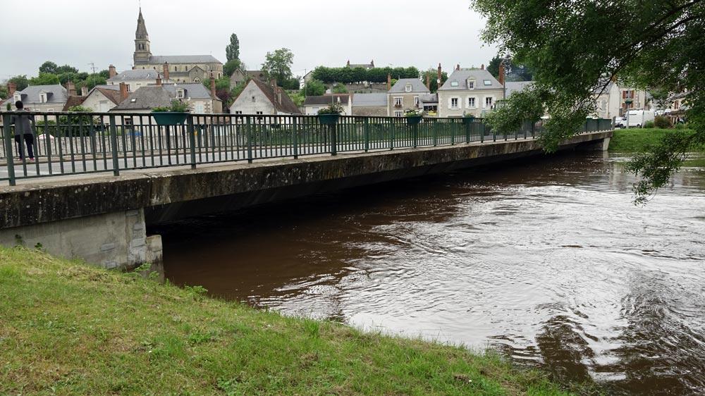 """Le """"nouveau"""" pont de Candé-sur-Beuvron sur la D751"""