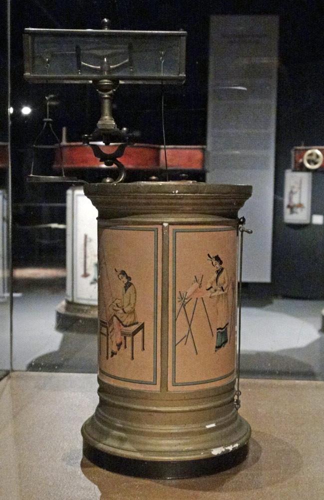 Musée des Tissus - Exposition Lyon & Dragons et un dissécateur