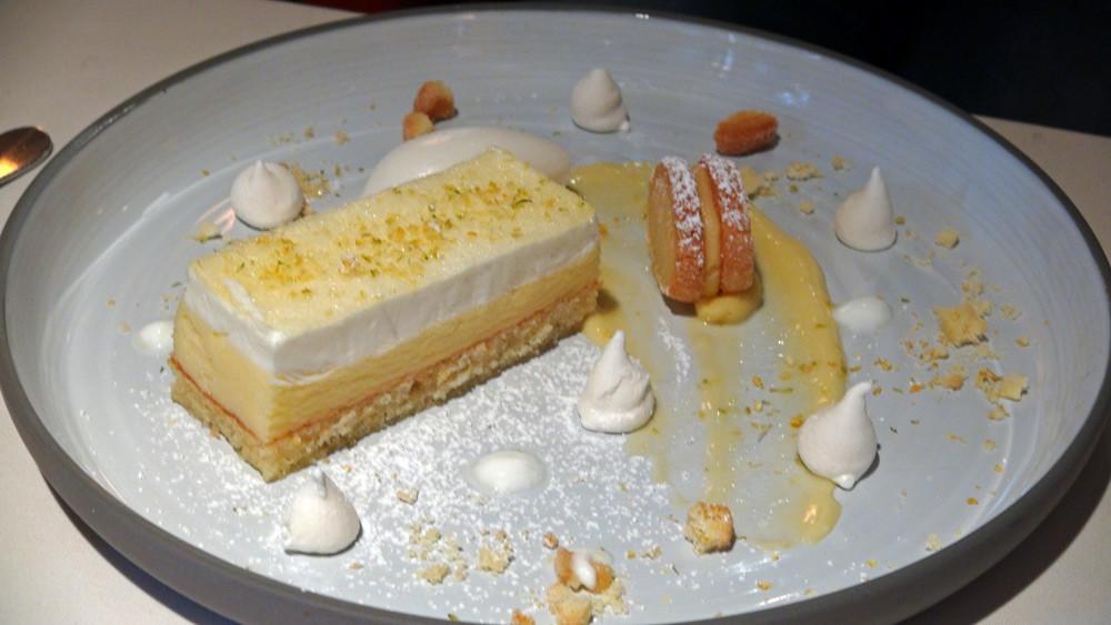 Citron jaune en trilogie, avec entremet citron au yaourt, sorbet, crème et tartelette au citron