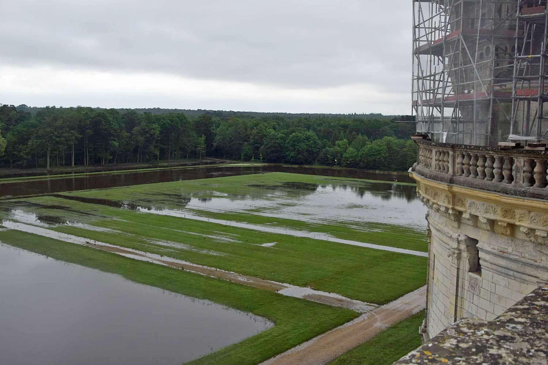 Vue depuis une des terrasses du château - Source photo : https://www.facebook.com