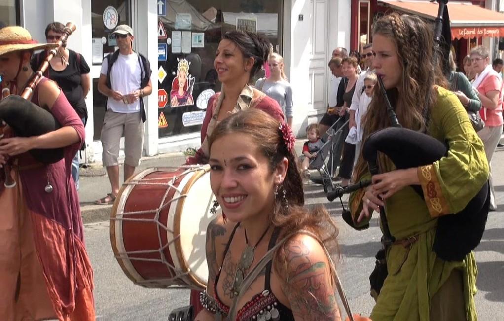 Défilé rue Trottier -  Et encore Elodie Brunet ... je ne m'en lasse pas ! - 28/07/12