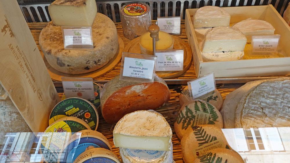 Camembert de Normandie fermier - Mimolette jeune fermière - Chaource ...