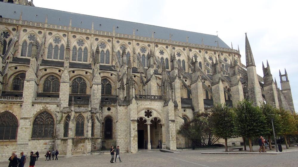 La cathédrale Saint-Etienne vue de côté