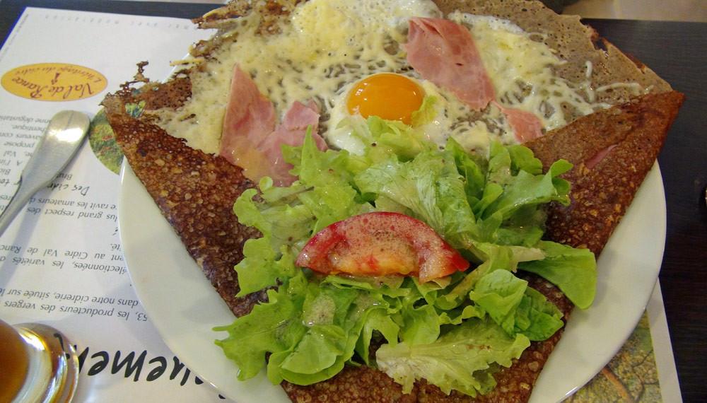 Complète (œuf, jambon et emmental)