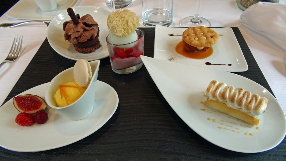 Déclinaison de 5 desserts en dégustation sucrée, fruitée, glacée ...