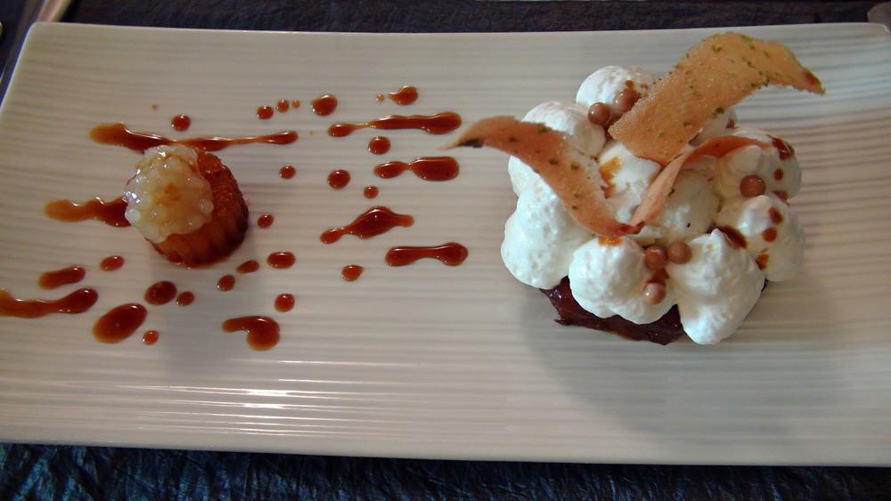 Ananas confit aux épices, glace lait de coco et perles du Japon