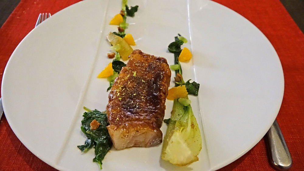 Carré de cochon, celtuce, choux kale et curry roasted
