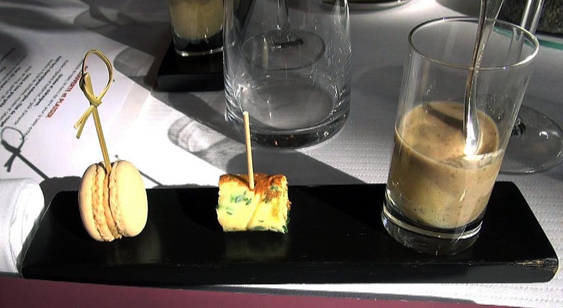 Macaron au foie gras - Pascade aux herbes  & au fromage - Oeuf brouillé aux champignons