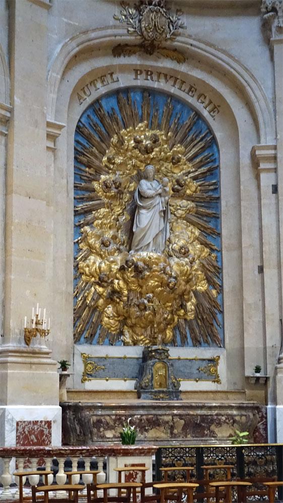 Chapelle de la Vierge et sa statue de la Vierge à l'Enfant  en marbre blanc, de Dominique Malknecht